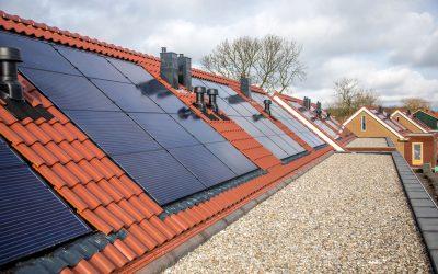 Zonnepanelen voor 72 woningen in Ooltgensplaat en Achthuizen